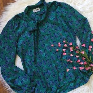 Vintage teal paisley pussy bow button up blouse